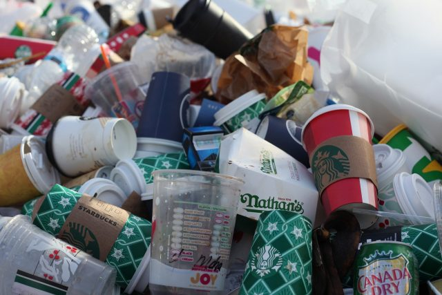 Copos plásticos podem ser proibidos no Rio de Janeiro